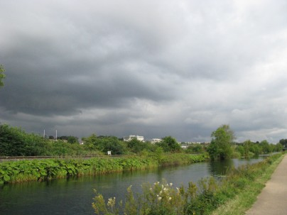 Those clouds are advising me of my imminent drenching... Where are all the blue skies gone? Gone to Spain, every one!