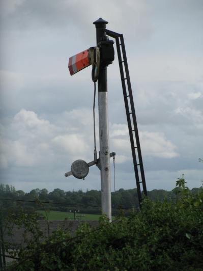 An old signal on the disused Athlone line... not far from the station. This signal is the marker at the start of the old shunting yard...