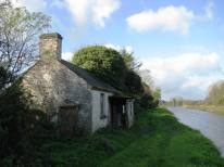 Could you have your cottage any nearer the water? Even the towpath needs to deviate from the straight...