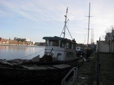 OK... time to stroll on... looking at the old boats...