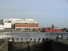 Standing on the lock walk boards looking out at the Liffey... inviting... no, maybe later...