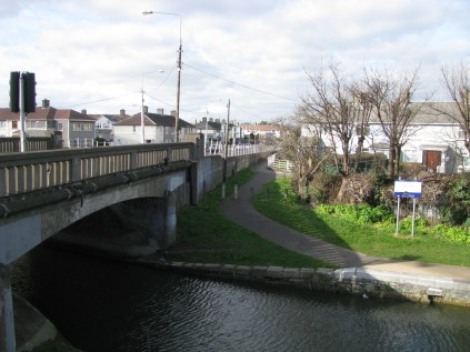 Suir Road Bridge... the end of the Circular Line... pass through beneath the bridge into the 1st Lock of the Main Line... another day's post!