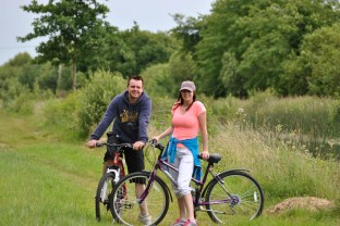 Aha... what a pose! Long may you ride the towpaths!
