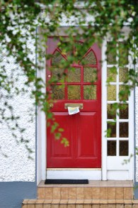 Another contented cottage door... wouldn't you also be?