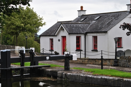 I always enjoy the neatly restored lock keeper's cottages... red doors re my favourite...