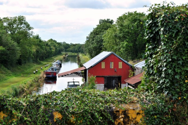 Looking west from the bridge... rural canal bliss. Even a bit of shade for a boat or two...