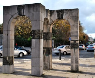 Triple arch at the top of Merrion Row...
