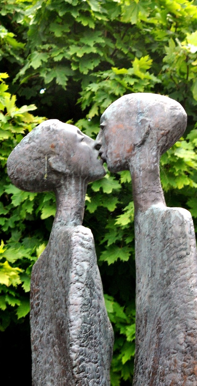 The Kiss, Rowan Gillespie, Dublin Ireland