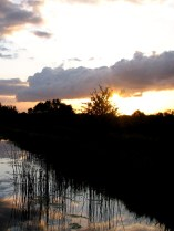 Canal sunsets... beautiful details!! To get totally immersed in...