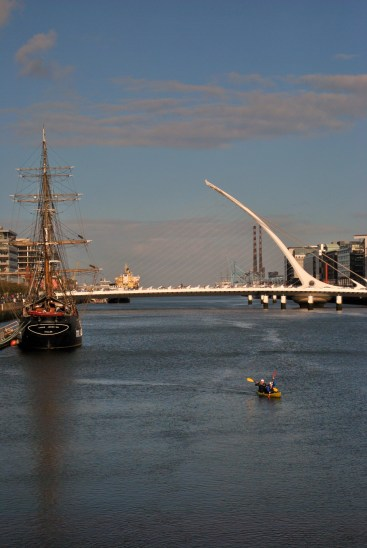 Look-see... there's a canoe afloat on the Liffey...