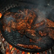 sticky bbq pork ribs on the braai... many can't walk by this little indulgence...