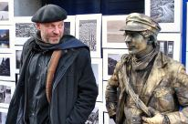 The photographer and the mime! Grafton Street again...