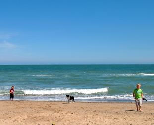 Arklow beach... summer sun! Look in the distance, you'll see the 7 wind turbines...