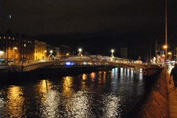 The Ha'Penny Bridge at night... a Dublin favourite...