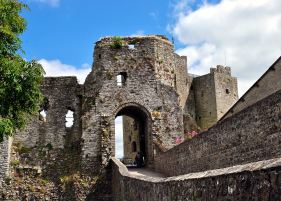 The gatehouse of Trim Castle... the angels don't seem quite so stark now that decay has set in a bit...