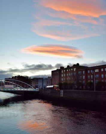 Dawn's transition... colour over Dublin's River Liffey... Ma Nature paints it well!
