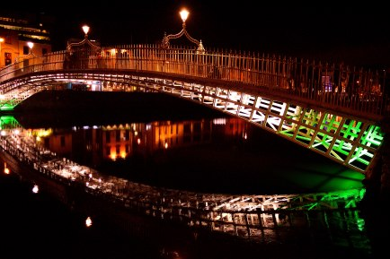 Dublin's Ha'penny Bridge... always looks great at night!!
