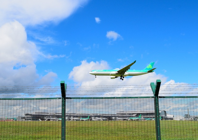Coming in to roost ... Aer Lingus... at Dublin International ... happy landings!